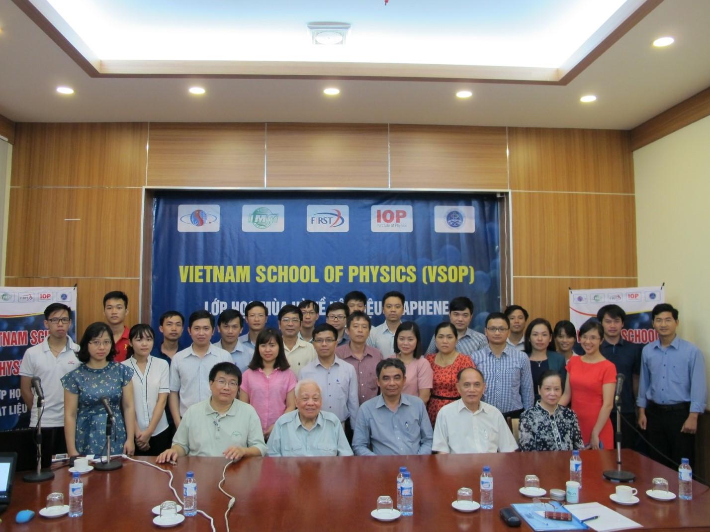 Lớp học hè kết hợp với Hội thảo khoa học lần thứ III về Graphene tại Hà Nội.