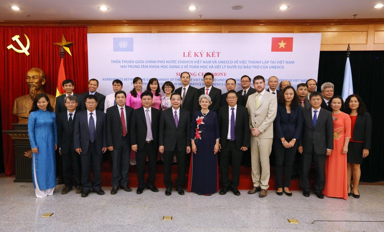 Ký thỏa thuận thành lập 02 Trung tâm khoa học dạng 2 về Toán học và Vật lý tại Việt Nam được UNESCO công nhận và bảo trợ